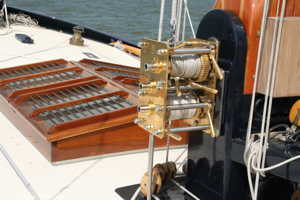 Bronze decklay-out for traditional and classic yachts